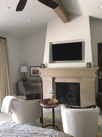 Plymouth, Californien: Fireplace & Sitting Area in Room