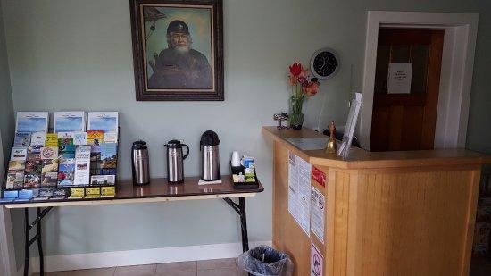 Captains Quarters Motel: Front desk