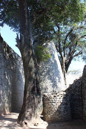 Great Zimbabwe: The big tower