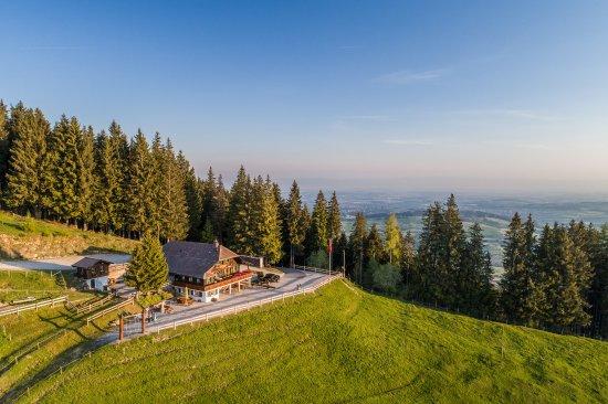 Das Bergrestaurant Gurli liegt auf 1422 m.ü.M. und gehört zur Freiburgischen Gemeinde Plaffeien.
