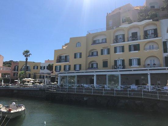 L'Albergo della Regina Isabella: Esterno albergo