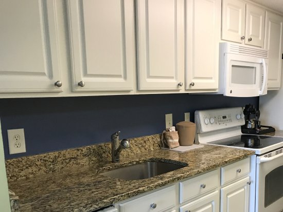 Paradise Resort: Fully equipped Kitchen in Oceanfront Suite
