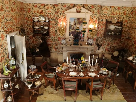 Ripon, UK: Doll's house dining room