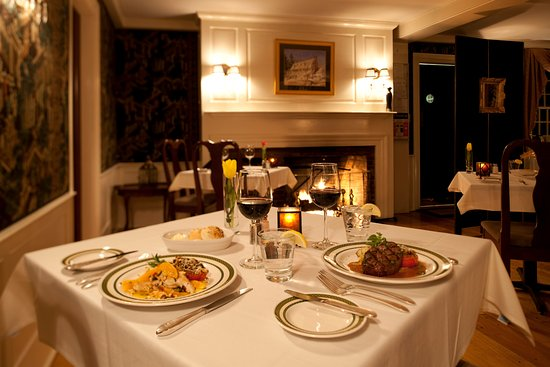 Bethlehem, Нью-Гэмпшир:   Enjoy our cozy dining room with  fireplace