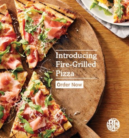 Cobourg, Canadá: Try our new Fire-Grilled Pizza's