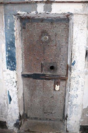 Kilmainham Gaol: Heavy padlocked door & Heavy padlocked door - Picture of Kilmainham Gaol Dublin ... Pezcame.Com