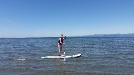 Nanoose Bay, Canadá: This lovely lady enjoyed paddling from The Beach Club Resort in Parksville