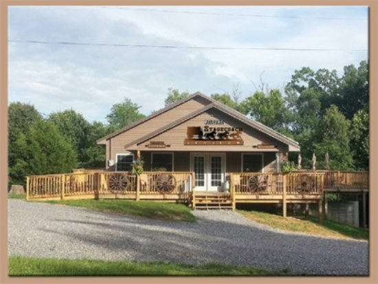 Benton, KY: Office, bath facilities, game room.