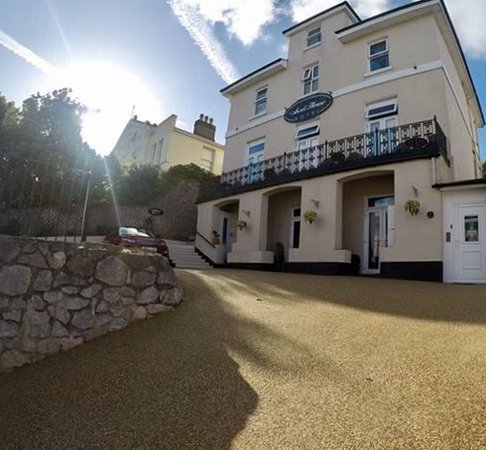 Ascot House Hotel: Our new drive -  resurfaced and reconfigured for better access!