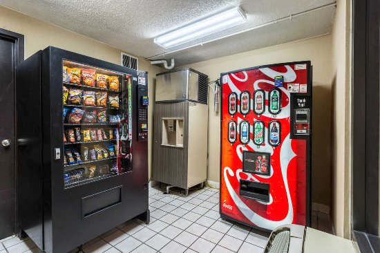 Quality Inn: Ice and Vending Room