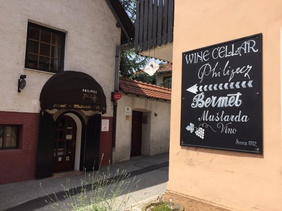 Samobor, Kroatien: Wine cellar Philipecz  200 years old tradition of making Bermet, Mustard, Wine...