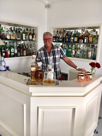La Minerva: Lobby Bar - always ready to serve