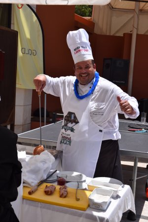 Falésia Hotel: Chef Angelo at the Barbecue