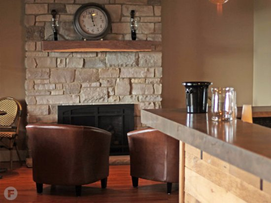 Marthasville, MO: The cozy Fireplace in the Tasting Bar