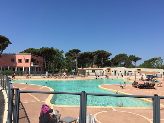 la piscine du camping nouveaut 2017 picture of camping de saint aygulf plage saint aygulf. Black Bedroom Furniture Sets. Home Design Ideas