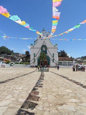 San Juan Chamula, Meksyk: Iglesia de San Juan Bautista