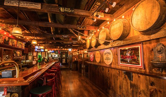 Wakefield, RI: Upstairs Pub