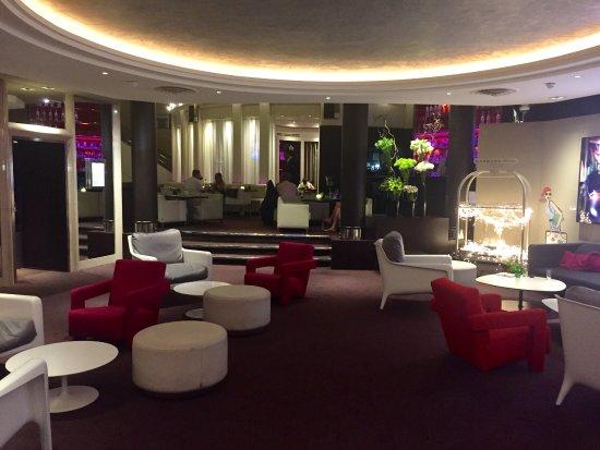 La Defense, France: Eingangsbereich / Lobby