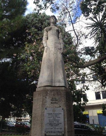 Statua della Regina Elena