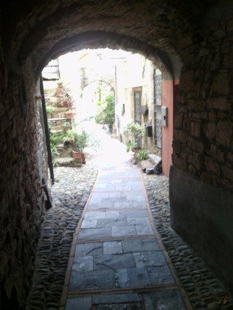 Lingueglietta, Ιταλία: carruggi