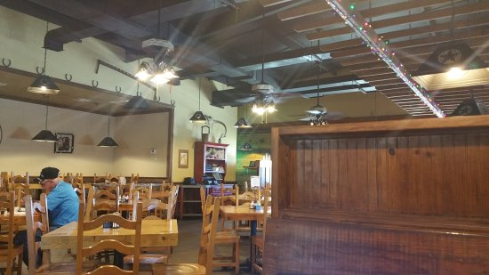 Bowie, TX: Armadillo Grill