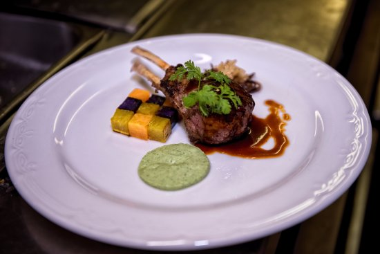 Mount Wellington, Nuova Zelanda: Enjoy mouth watering Buffet, A La Carte and high tea at Wellingtons Restaurant