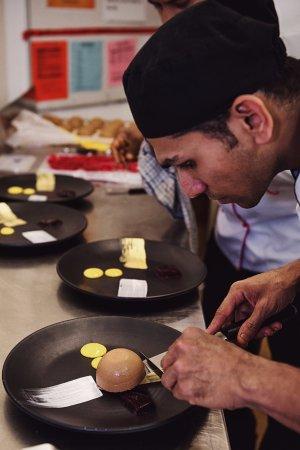 Mount Wellington, Nova Zelândia: Enjoy mouth watering Buffet, A La Carte and high tea at Wellingtons Restaurant