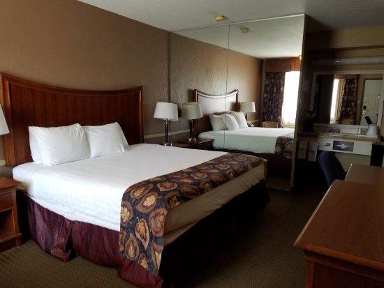 Raintree Inn: Standard King bed room