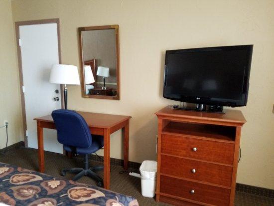 Raintree Inn: 37 inch television and desk.