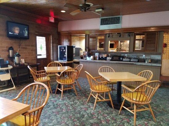 Raintree Inn: Breakfast area