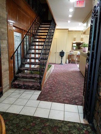 Raintree Inn: lobby area