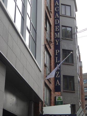 Academy Plaza Hotel: Façade
