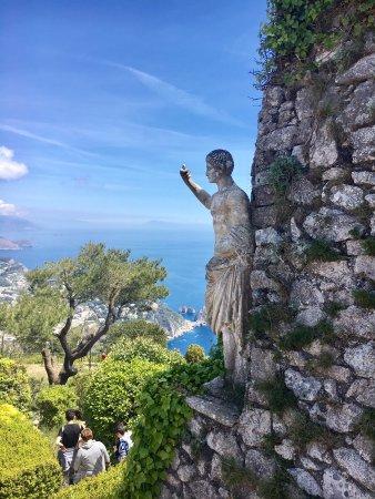 Monte Solaro: Gorgeous statue and view