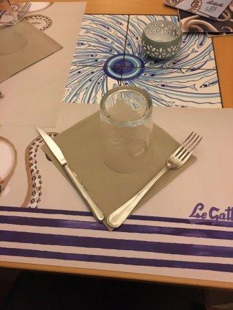 Le Gatte: tavolo