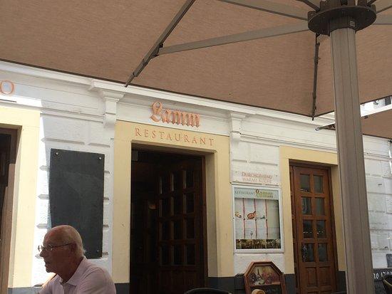 Restaurant Lamm: Eingang zum Rest. Lamm (wir assen draussen)
