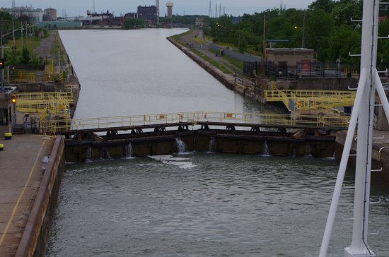 The Welland Canal: Lock is almost full