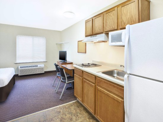 WoodSpring Suites Grand Rapids Holland: In-Room Kitchen