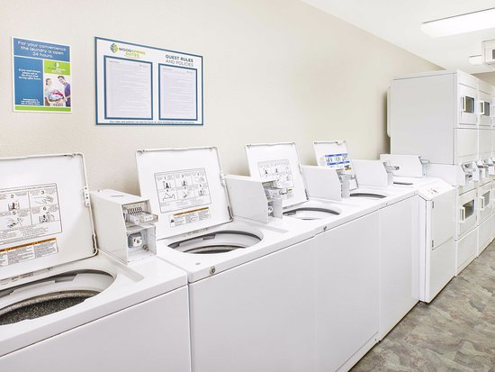 WoodSpring Suites Grand Rapids Holland: Laundry Room