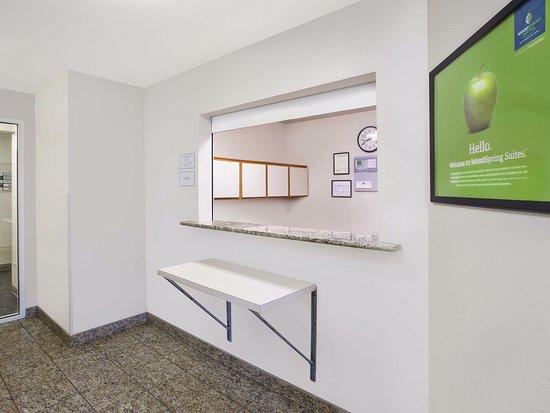 WoodSpring Suites Grand Rapids Holland: Front Desk