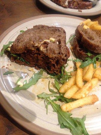 Brookvale, Australien: Fabulous, tenderpulled beef sandwich