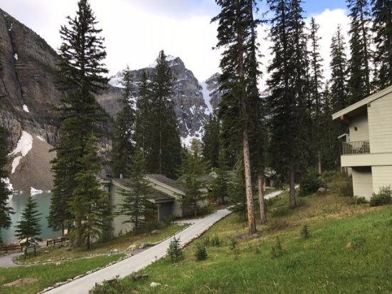 Moraine Lake Lodge: Path between rows of cabins.