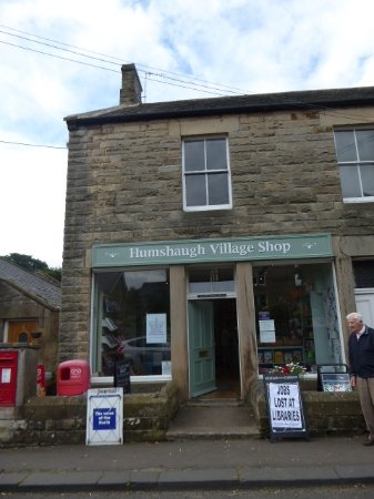 ‪‪Humshaugh‬, UK: Humshaugh Village Shop had snack food for hiking and a book exchange!‬
