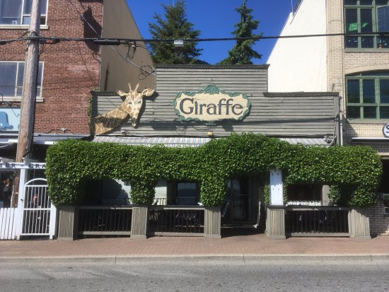 White Rock, Canadá: Giraffe Restaurant since 1989