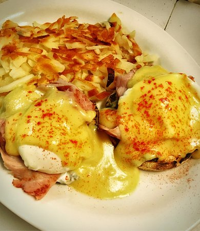 Iron Mountain, MI : Eggs Benedict