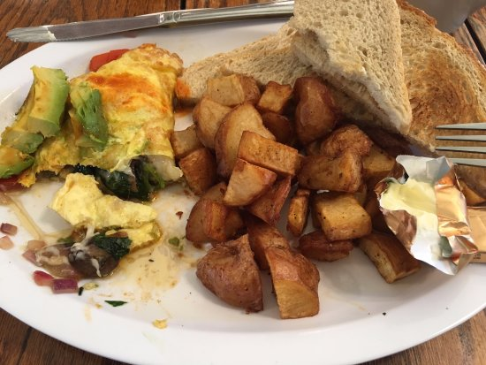 Fullerton, Kalifornia: The veggie omelette with potatoes and toast.