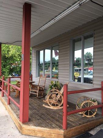 Alice's Parkside Restaurant : photo1.jpg