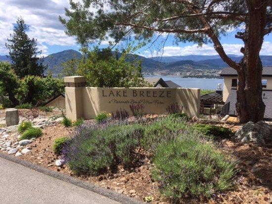 Lake Breeze Winery Patio Restaurant: Entrance