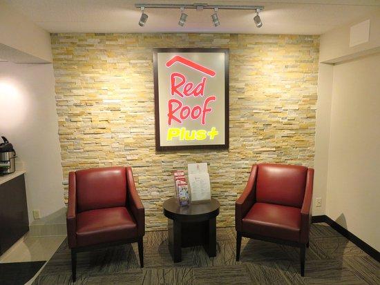 Lobby at The Red Roof Inn - Framingham, MA (06/Jun/17).