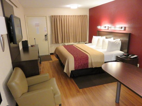 Awesome Red Roof PLUS Boston Framingham: Nicely Refurbished Room The Red Roof Inn    Framingham (