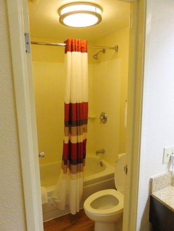 Red Roof PLUS Boston Framingham: Bathroom In Superior Double   Red Roof Inn    Framingham